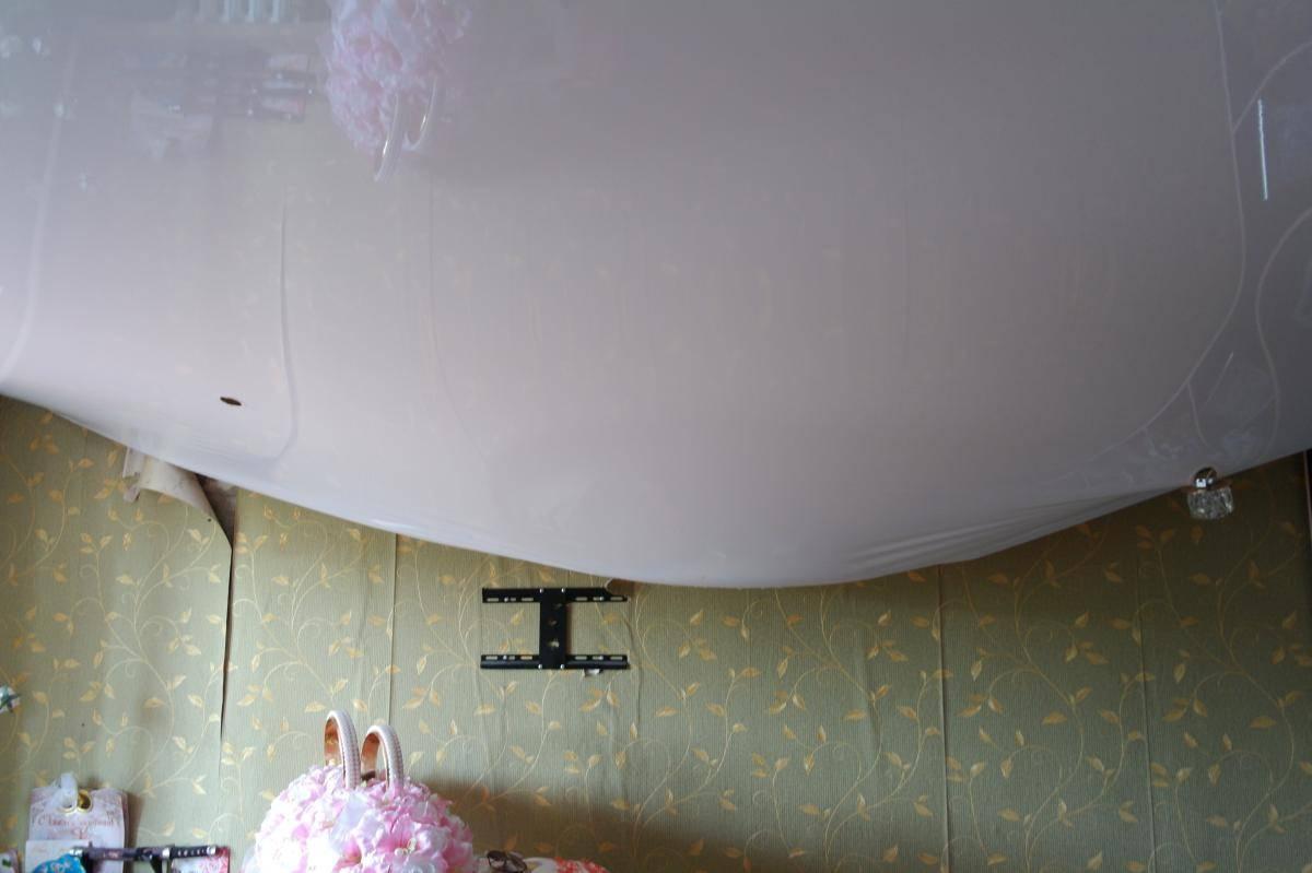 Замена и ремонт провисшего натяжного потолка в квартире